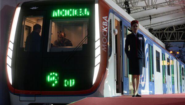 Поезд столичного метро Москва - Sputnik Грузия