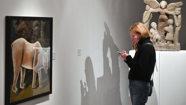 Показ выставок Чистые основы Христоса Бокороса и Параллель двух легенд. Сосланбек Едзиев и Нико Пиросмани - Sputnik Грузия