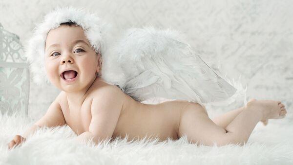 Новорожденный ребенок в костюме ангела - Sputnik Грузия