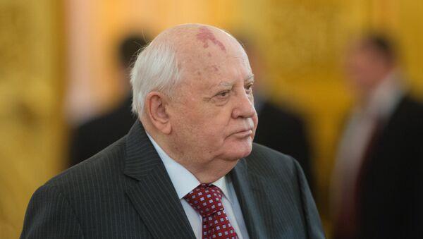 Бывший президент СССР Михаил Горбачев на церемонии вручения Государственных премий Российской Федерации 2015 года в области науки и технологий, литературы и искусства, а также за выдающиеся достижения в области гуманитарной деятельности - Sputnik Грузия