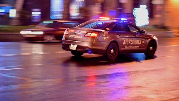 Полицейсккая машина зимой патрулирует улицы столицы Грузии - Sputnik Грузия