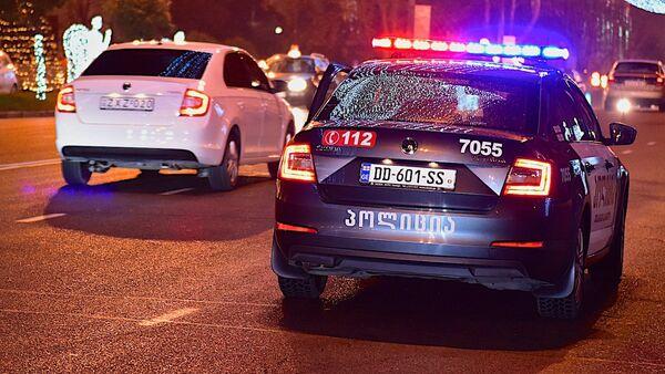 Полиция вечером патрулирует проспект Руставели в центре грузинской столицы - Sputnik Грузия