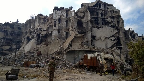 Здания, разрушенные в ходе боевых действий между правительственными войсками и боевиками в одном из районов восточной части сирийского Аллепо - Sputnik Грузия