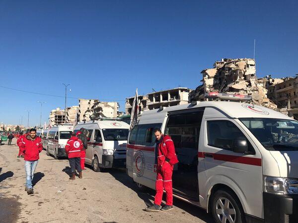 Вывод боевиков и членов их семей по гуманитарному коридору из восточного Алеппо под наблюдением сил безопасности и при участии сотрудников миссии Красного креста и полумесяца - Sputnik Грузия
