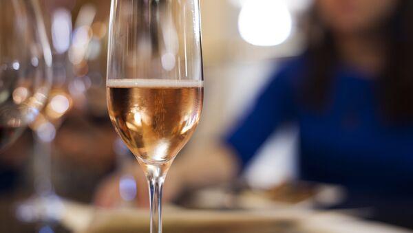 Бокал шампанского - Sputnik Грузия
