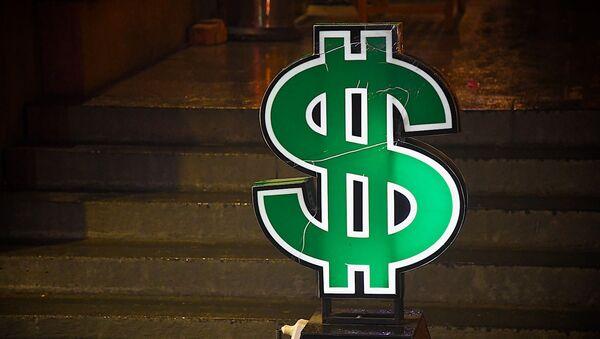 Знак доллара у обменного пункта в центре грузинской столицы - Sputnik Грузия
