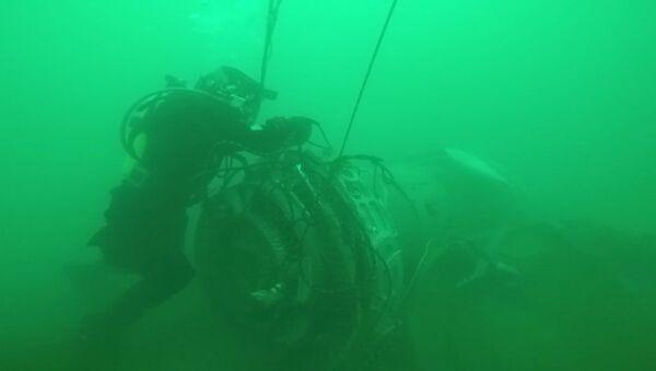 Работа водолазов МЧС РФ по поиску под водой и подъему фрагментов Ту-154 - Sputnik Грузия