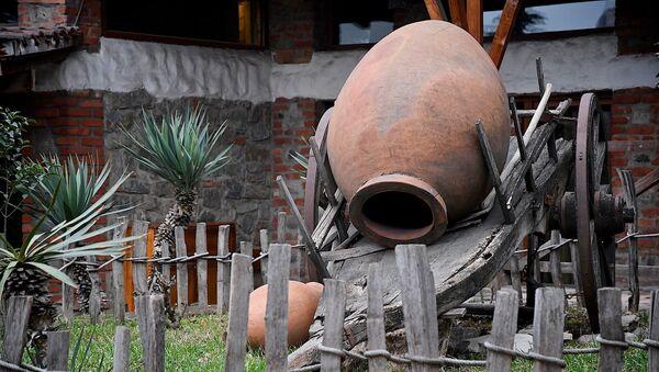 Глиняный кувшин для вина - квеври - Sputnik Грузия