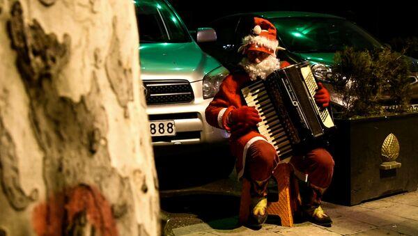 Новогодний Тбилиси: Дед Мороз с аккордеоном - Sputnik Грузия