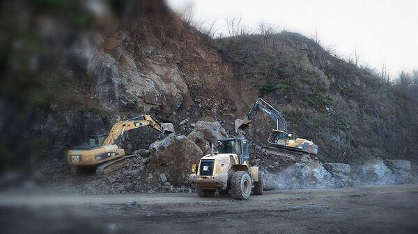 Восстановление движения на автодороге Тбилиси-Сенаки-Леселидзе - Sputnik Грузия