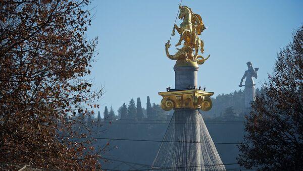 Статуя Святого Георгия на площади Свободы в Тбилиси - Sputnik Грузия
