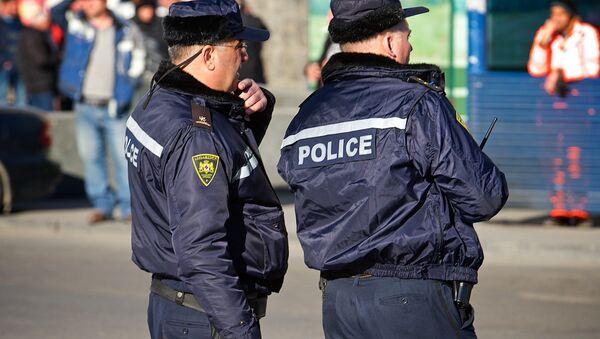 Сотрудники патрульной полиции на одной из улиц столицы Грузии - Sputnik Грузия