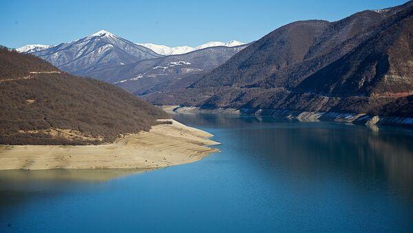Жинвальское водохранилище у Военно-Грузинской дороги - Sputnik Грузия