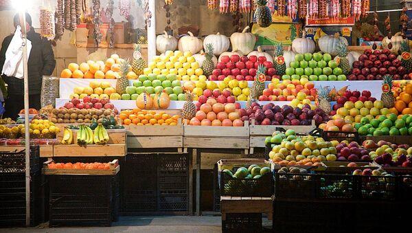 Лавка с овощами и фруктами на одном из тбилисских рынков - Sputnik Грузия