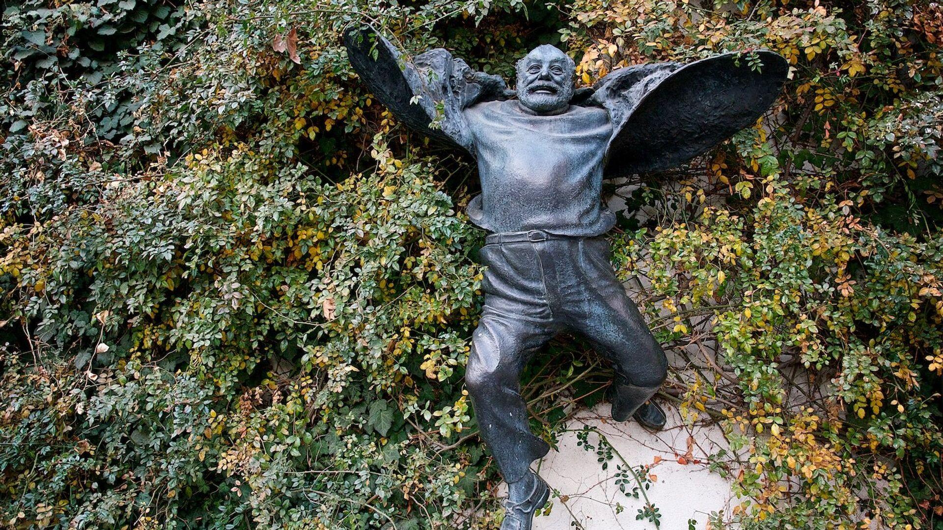 Памятник Сергею Параджанову в столице Грузии - Sputnik Грузия, 1920, 09.09.2021