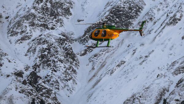 Вертолет в горах - Sputnik Грузия