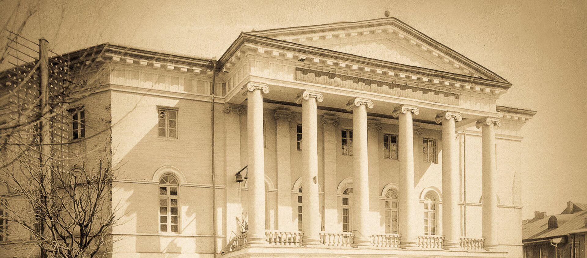 შალვა ამირანაშვილის სახელობის ხელოვნების მუზეუმი, რომელიც  განთავსებულია ყოფილი სასულიერო სემინარიის შენობაში - Sputnik საქართველო, 1920, 17.07.2021