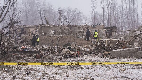 Работы на месте авиакатастрофы недалеко от аэропорта Манас - Sputnik Грузия