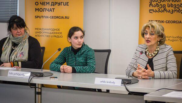 Участница проекта НТВ Ты - супер! Нана Вардзелашвили и певица Ирма Сохадзе - Sputnik Грузия