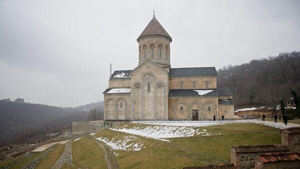 Храм Святой Нино, находящийся в процессе строительства, на территории Бодбийского монастыря - Sputnik Грузия