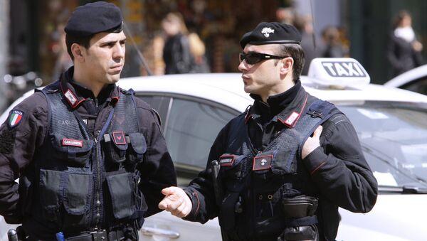 Полиция на одной из улиц Милана - Sputnik Грузия