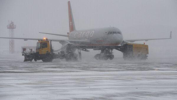 Снегопад в аэропорту - Sputnik Грузия