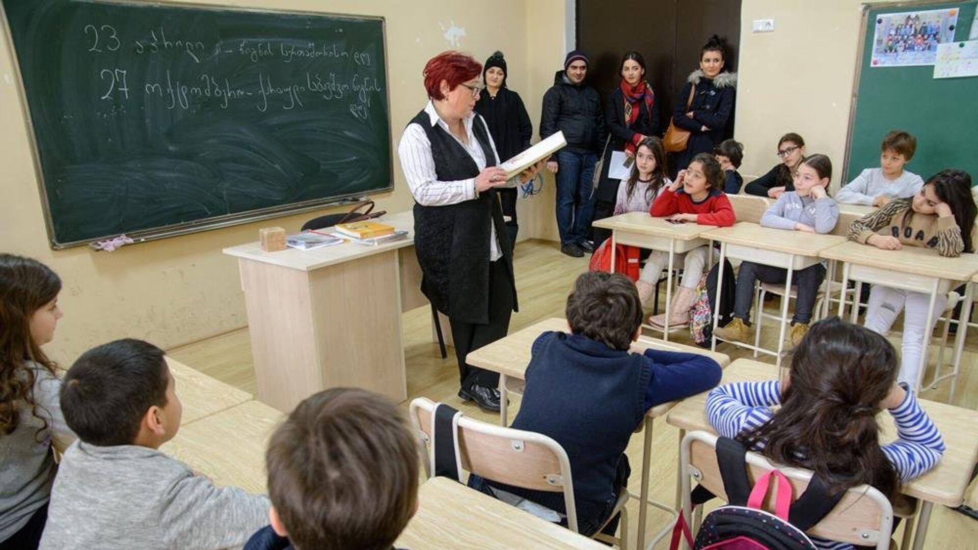 В школах Тбилиси проект Живые книги - Sputnik Грузия, 1920, 25.09.2021