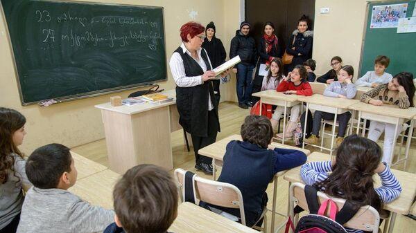 В школах Тбилиси проект Живые книги - Sputnik Грузия