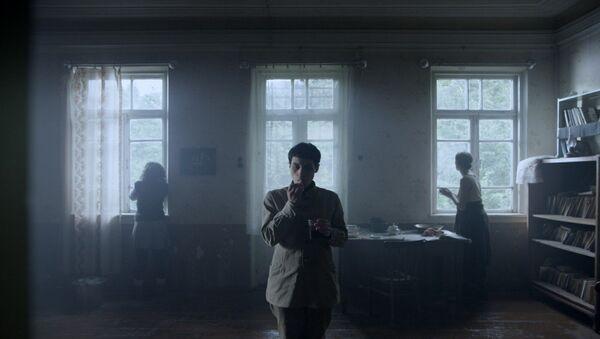 კადრი ფილმიდან სხვისი სახლი - Sputnik საქართველო