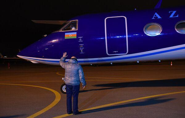 Блогер Александр Лапшин был доставлен в Баку из Минска специальным рейсом - Sputnik Грузия