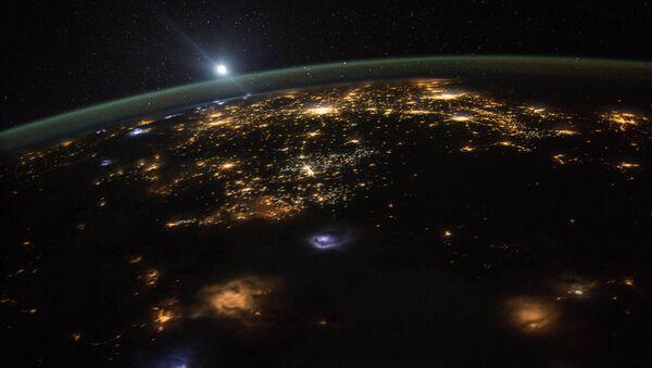 ღამის დედამიწა: მზის ამოსვლის ხედი საერთაშორისო კოსმოსური სადგურიდან - Sputnik საქართველო