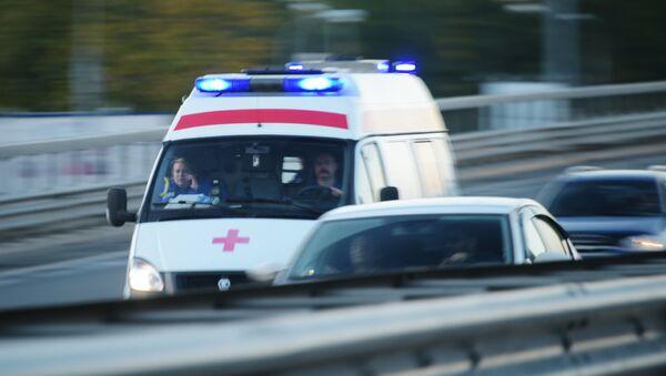 Автомобиль скорой медицинской помощи на дороге в Москве - Sputnik Грузия