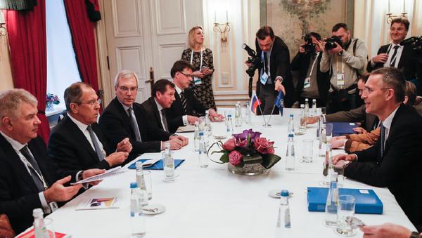 Глава МИД РФ Сергей Лавров и генсек НАТО Йенс Столтенберг - Sputnik Грузия