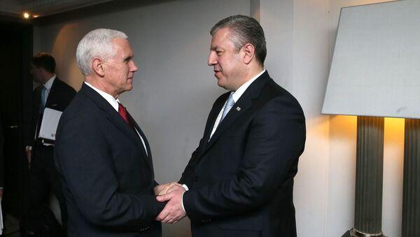 Вице-президент США Майк Пенс и премьер Грузии Георгий Квирикашвили - Sputnik Грузия