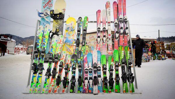 Горные лыжи - на зимнем курорте Бакуриани - Sputnik Грузия