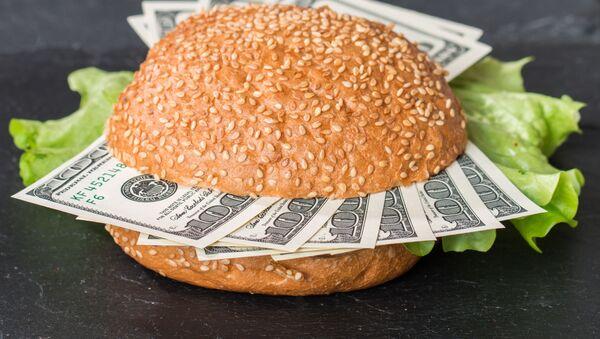Доллары в бургере - Sputnik Грузия