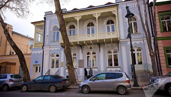 ასე გამოიყურება დღეს ლევ ტოლსტოის სახლი თბილისის ისტორიულ ცენტრში - Sputnik საქართველო