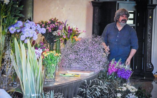 Немецкий флорист-дизайнер Грегор Лерш проводит мастер-класс для грузинских и иностранных флористов - Sputnik Грузия