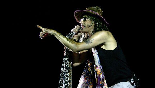 Вокалист группы Aerosmith Стивен Тайлер выступает на концерте в Бангалоре, Индия - Sputnik Грузия
