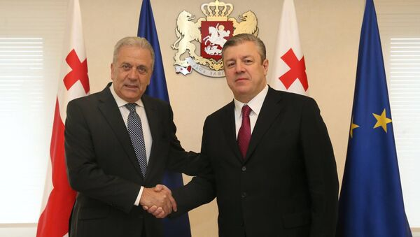 Еврокомиссар Димитрис Аврамопулос и премьер Грузии Георгий Квирикашвили - Sputnik Грузия