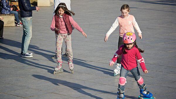 ბავშვები როლიკებზე - Sputnik საქართველო