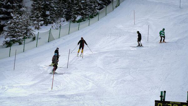 Лыжники на зимнем курорте Бакуриани - Sputnik Грузия