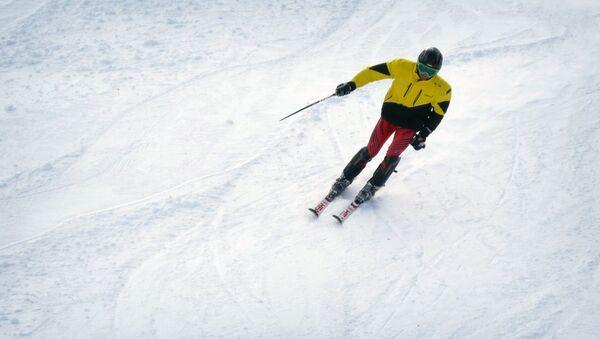 Лыжник на высокогорном зимнем курорте в Бакуриани - Sputnik Грузия