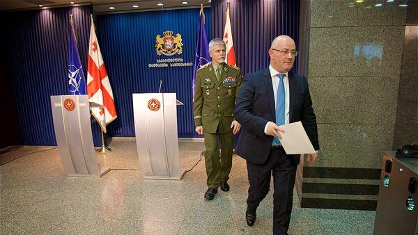 Министр обороны Грузии Леван Изория и глава Военного комитета НАТО Петер Павел - Sputnik Грузия