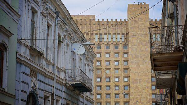 Вид на здание администрации правительства Грузии с улицы Сулхан-Саба Орбелиани - Sputnik Грузия