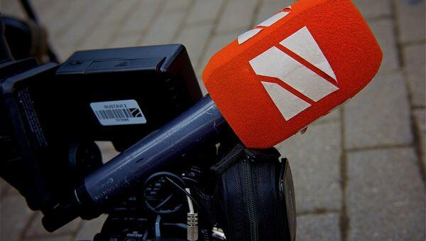 Микрофон и камера съемочной группы Рустави 2 - Sputnik Грузия