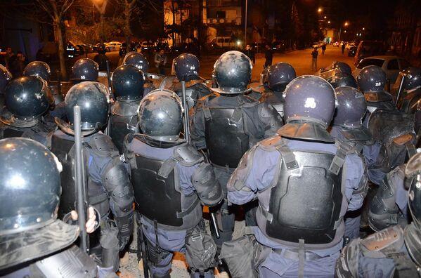 Полицейский спецназ участвует в подавлении беспорядков на улицах Батуми - Sputnik Грузия