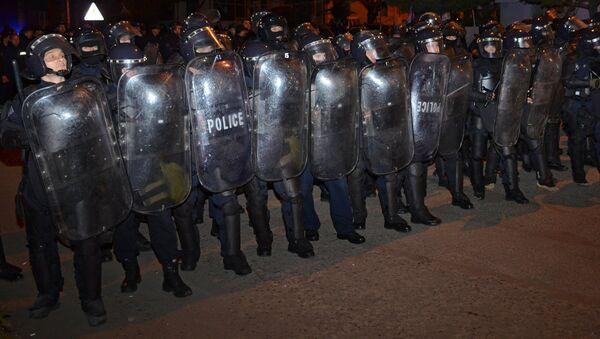 Сотрудники правоохранительных органов во время беспорядков в Батуми - Sputnik Грузия