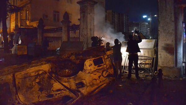 Телеоператоры во время беспорядков в Батуми - Sputnik Грузия