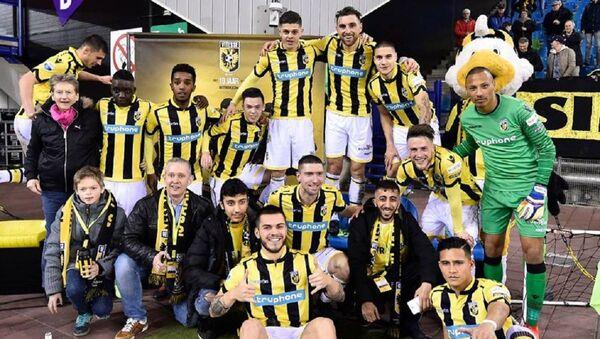 Футбольный клуб Витесс, за который выступает Гурам Кашия - Sputnik Грузия